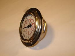 Pressure gauge 0-250 bar panel mounted